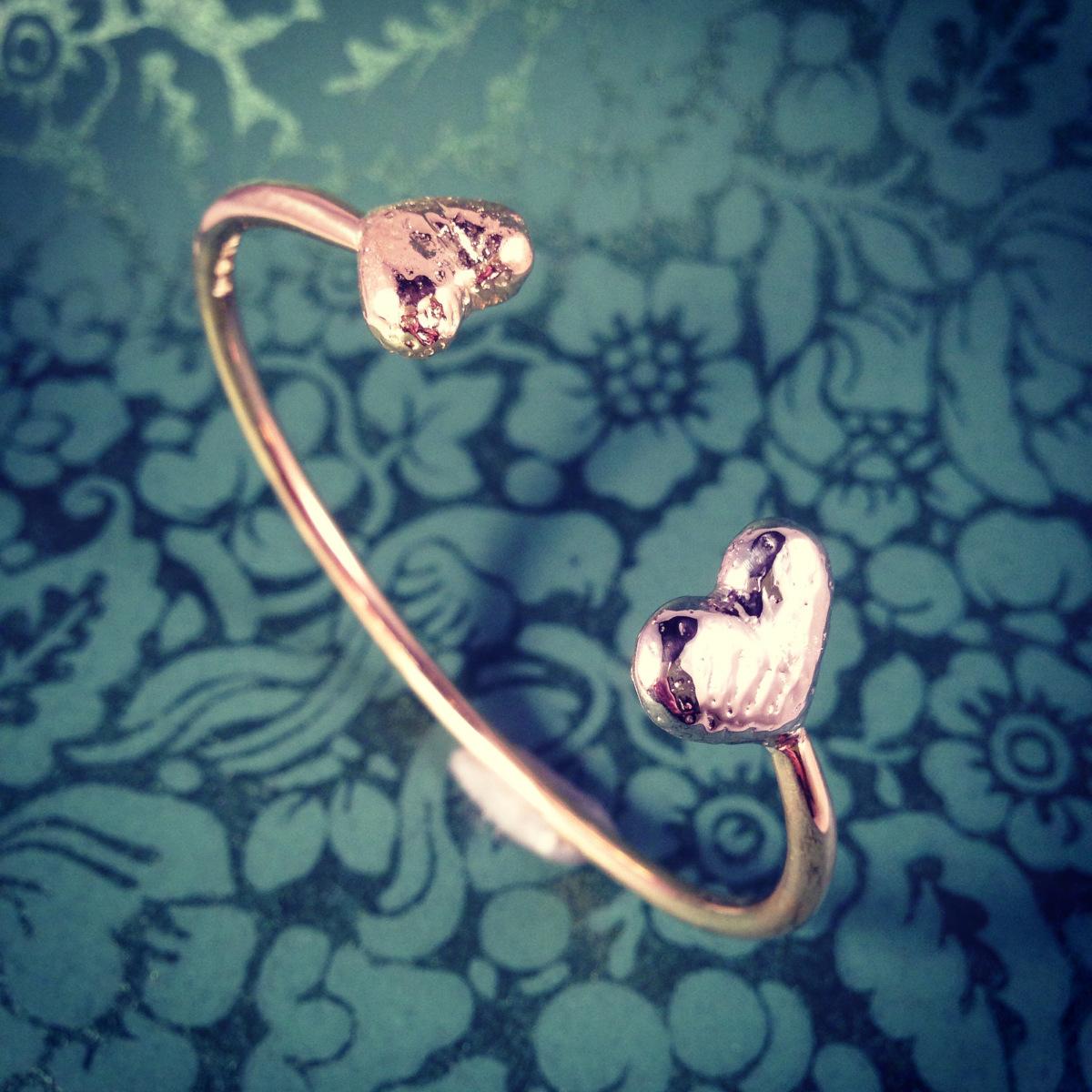 Armring, guldarmband, Armband med hjärtan