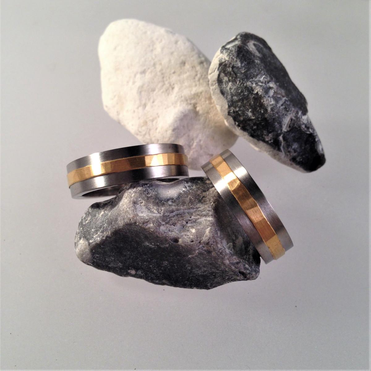 Titanringar, svarta ringar, förlovningsringar