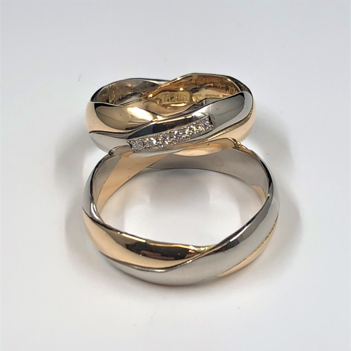 Flerfärgade ringar, förlovningsringar, diamantringar