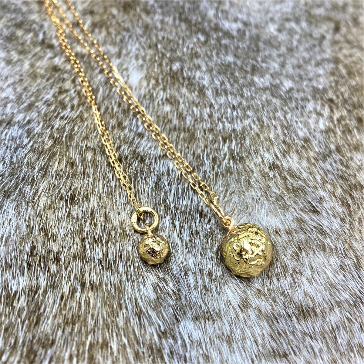 Hängsmycke, guldsmycke, guldboll