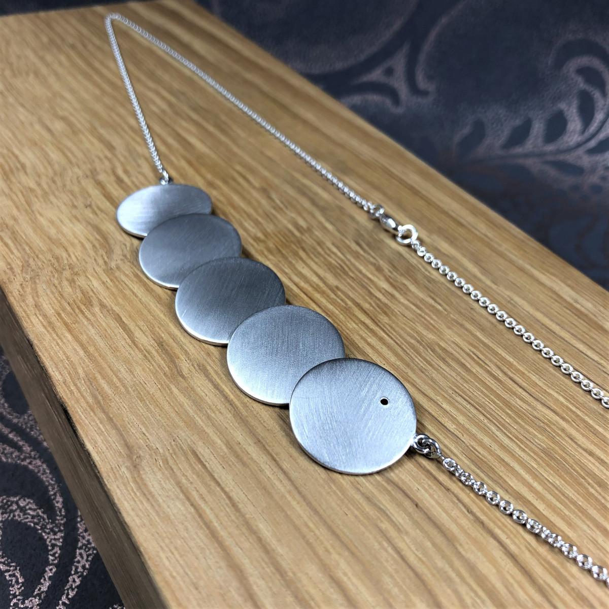 Silverhalsband, silverbrickor, egendesign