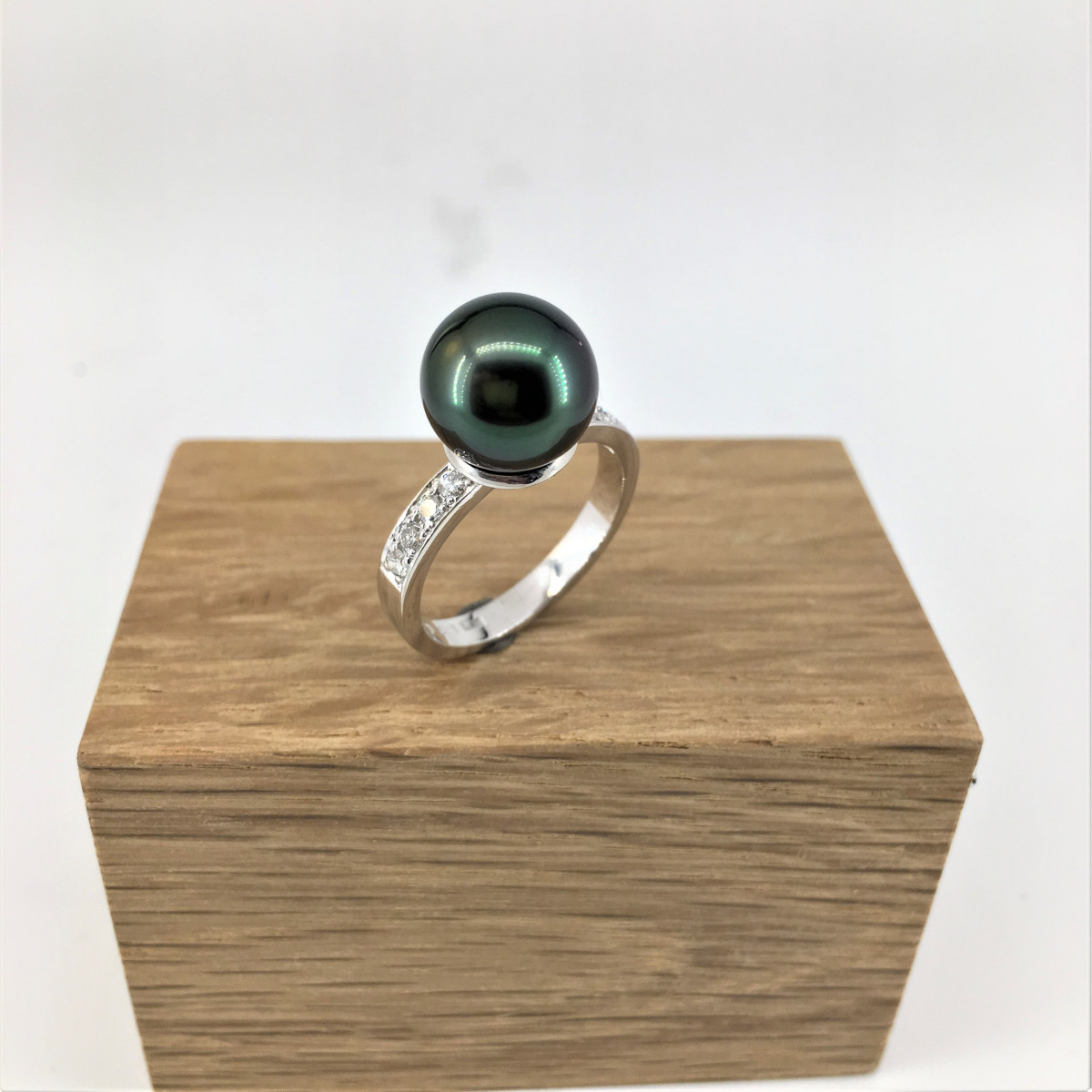 pärlring, tahitipärla, gröna pärlor, diamantring