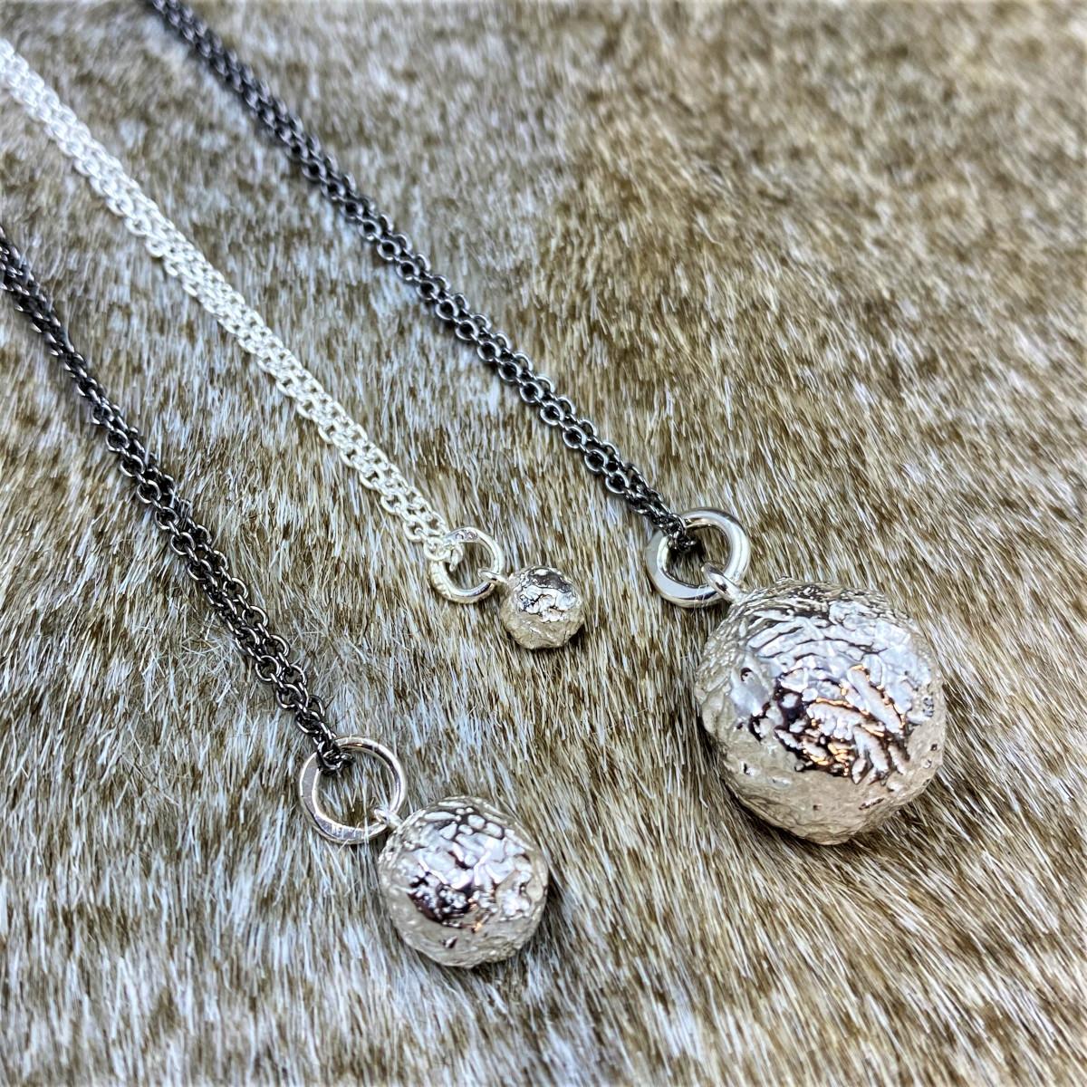 Hängsmycke, silversmycke, silverbollar