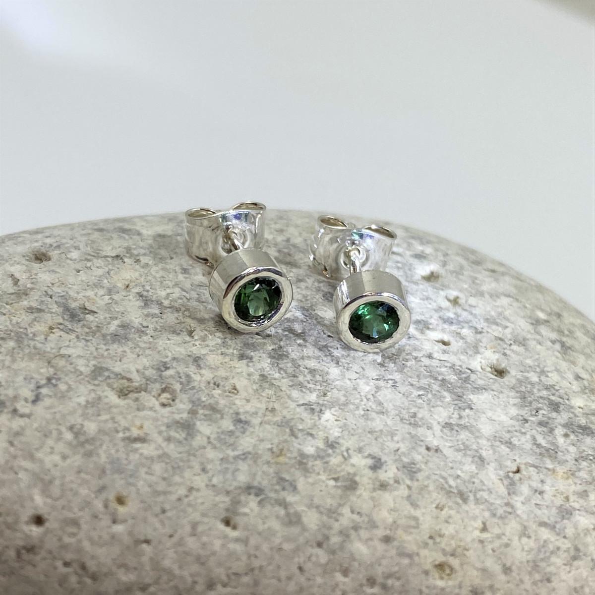 Silverörhängen, gröna turmaliner, örhängen