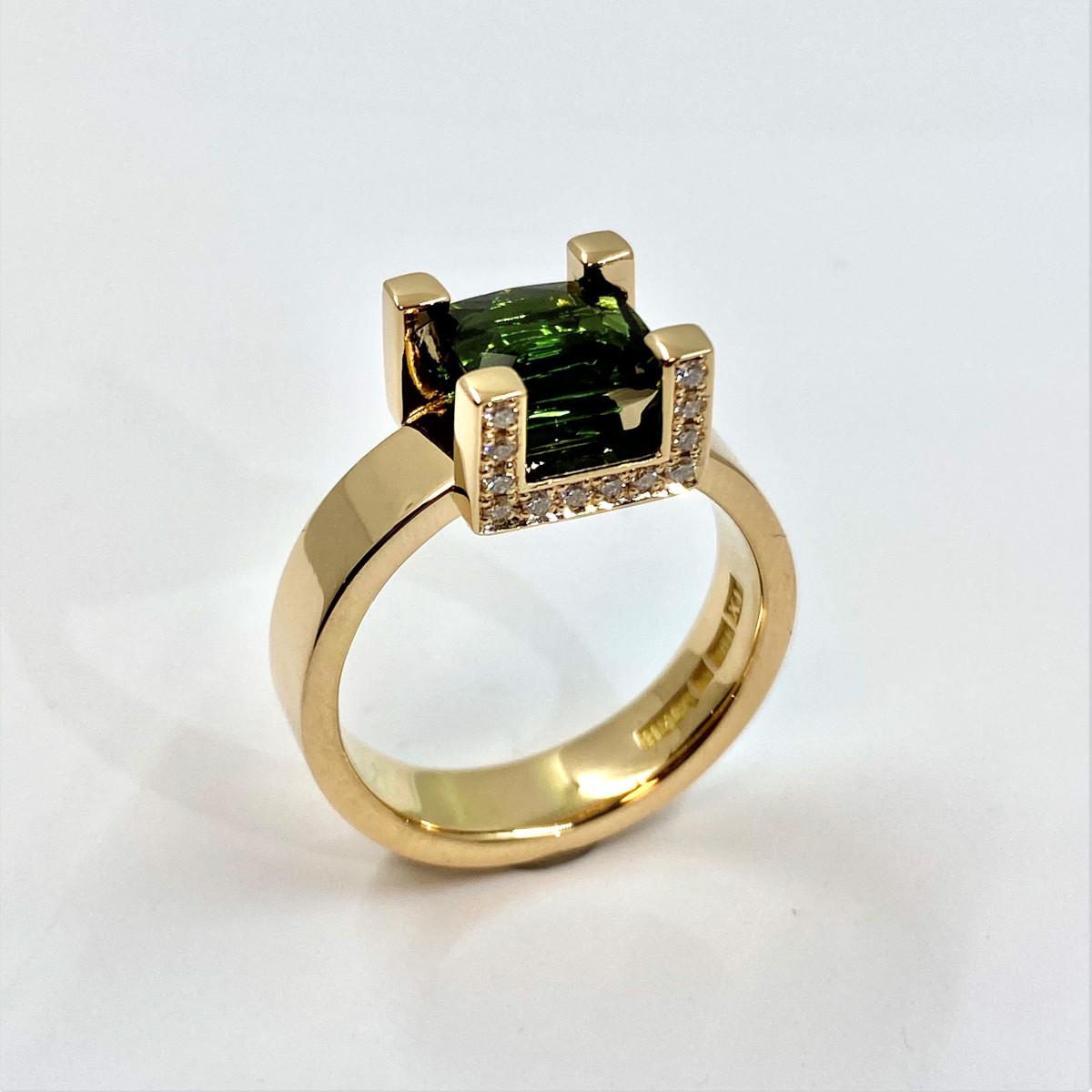 Grön sten, grön turmalin, stenring, diamantring