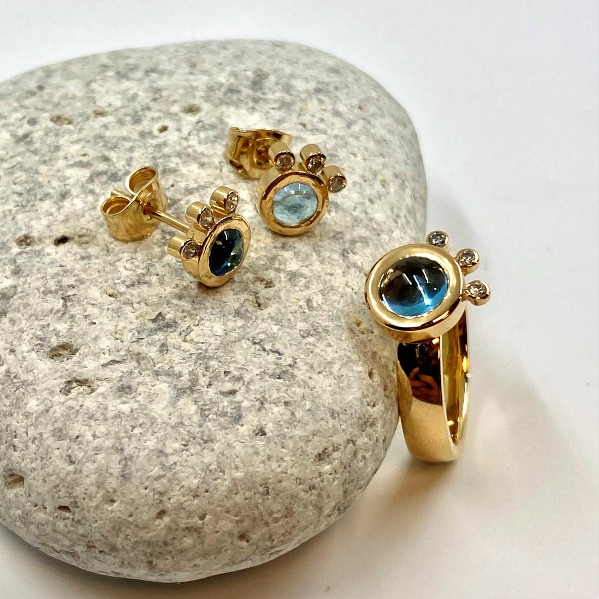 Blå topasring, stenring, bruna diamanter