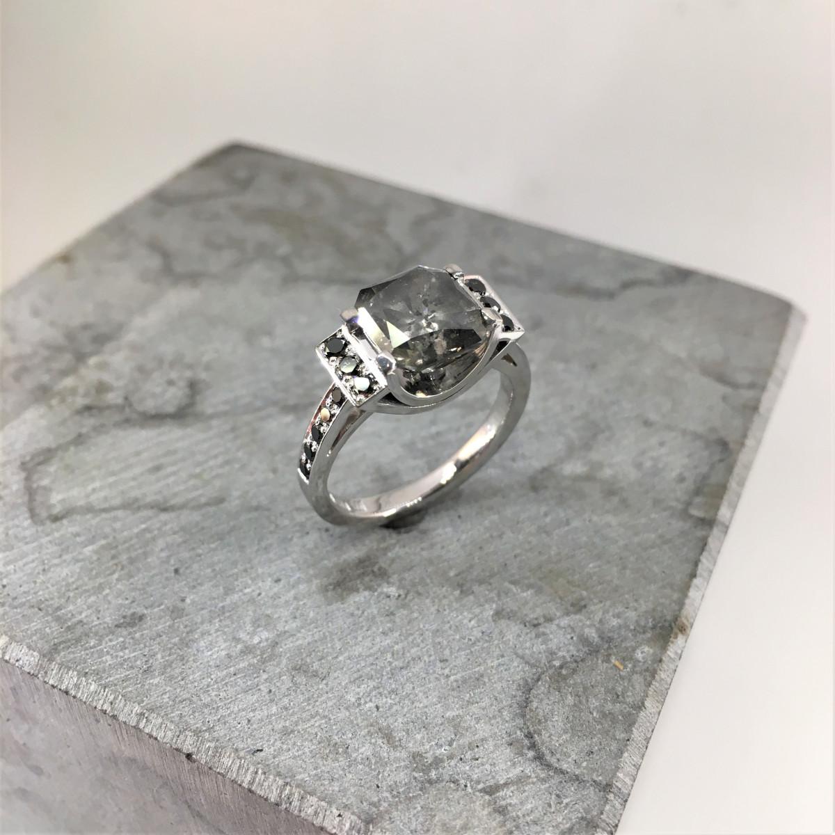 Saltnpepper diamond, grå diamant, svarta diamanter