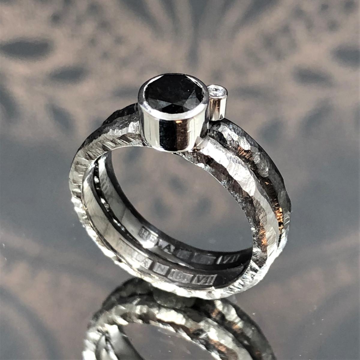 Svarta diamanter, vitguldsringar, förlovningsringar