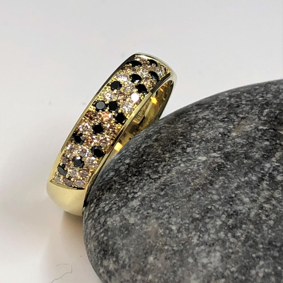 Svarta diamanter, bruna diamanter, förlovningsring