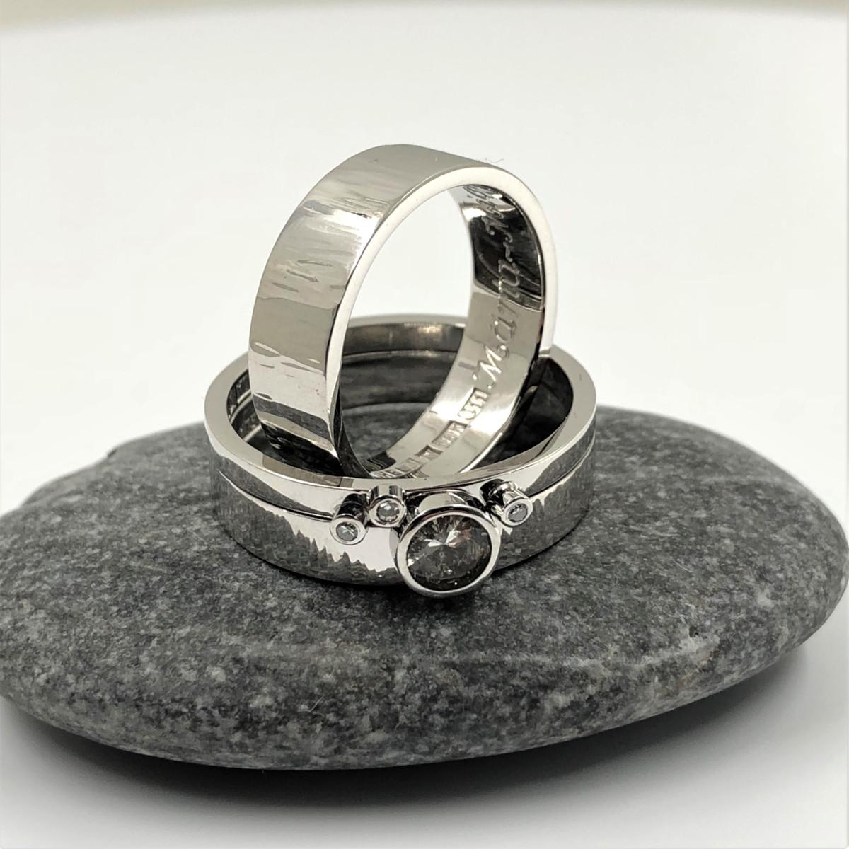 Vitguldsringar, diamantringar, förlovningsringar