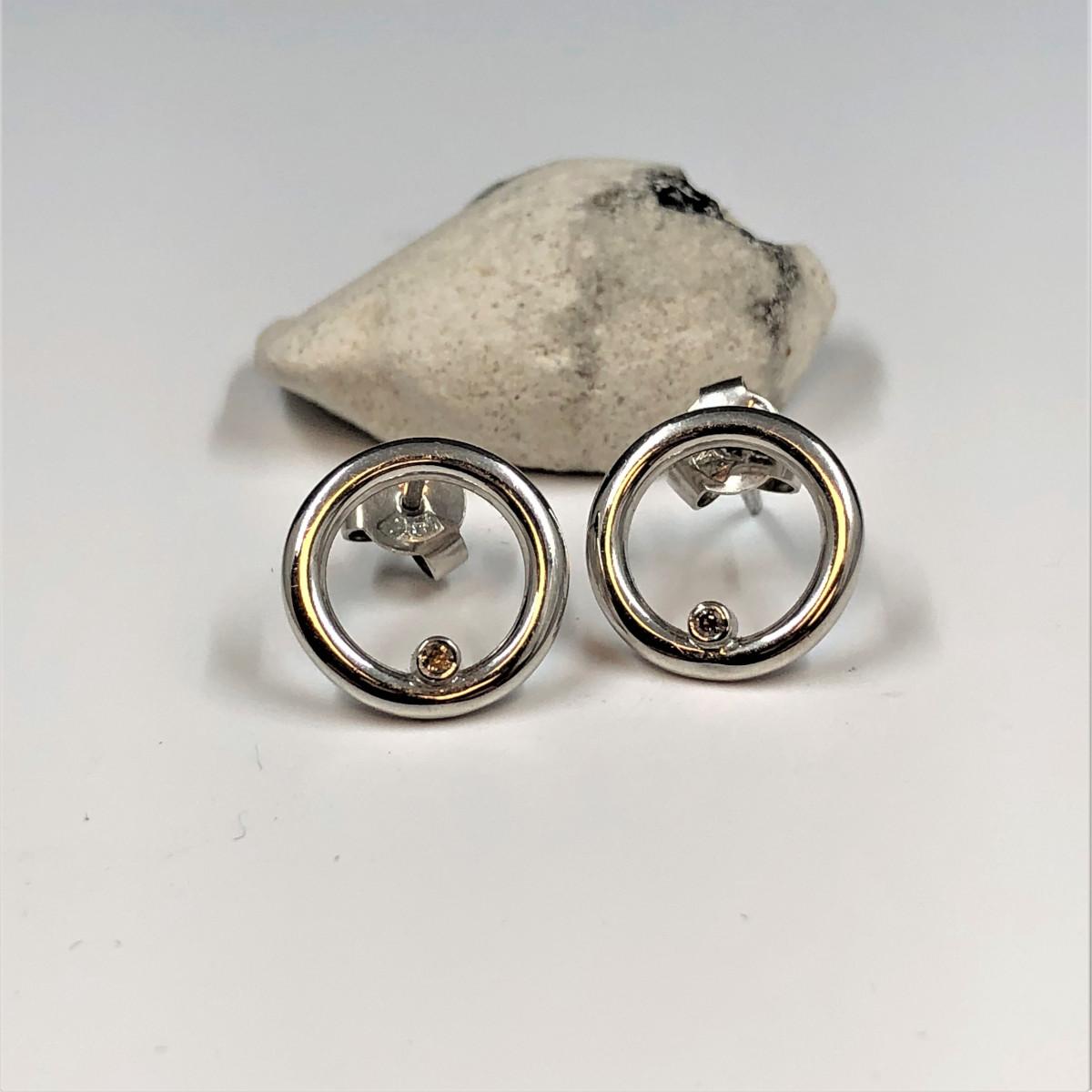 Guldörhängen, vitguldsörhängen, diamantörhängen
