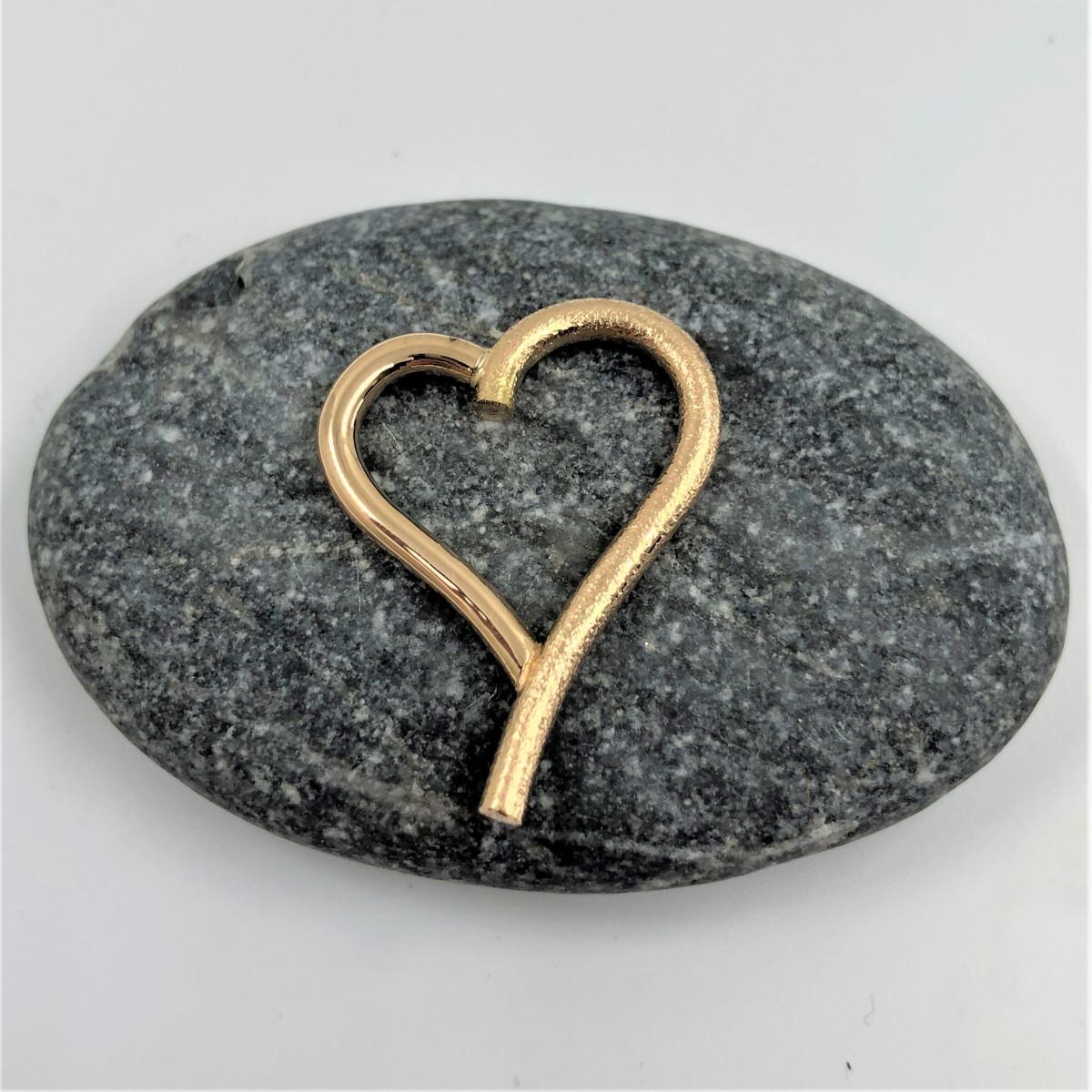 Hängsmycke i form av hjärta av kundens eget guld